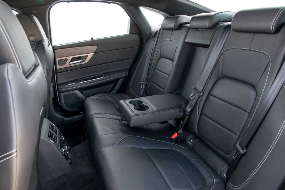 Jaguar XF Back-Seat - Occasion Cars